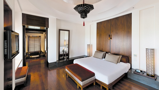 CMU-Rooms-Chedi Club Suite-Bedroom