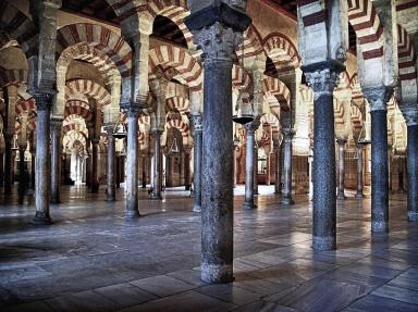 Mezquita arches - Imgur