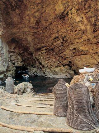 odysseus-cave
