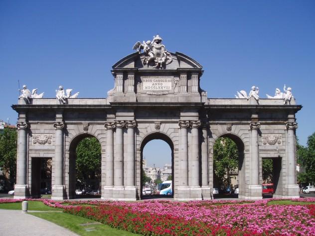 Puerta_de_Alcalá_(fachada_este)
