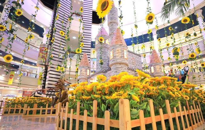 Al Wahda Mall sunflowers